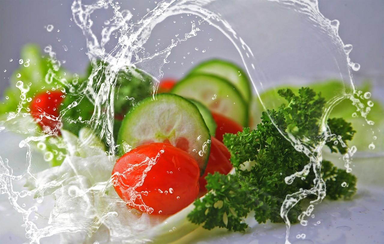 ТОП-10 вкусных и здоровых салатов для питания худеющих