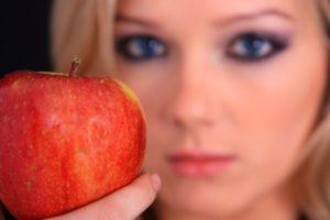 Выбираем самые полезные продукты для женщин любого возраста
