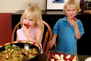 Топ самых полезных и вредных продуктов для детей