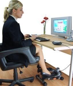 Подборка эффективных упражнений для похудения для работающих в офисе