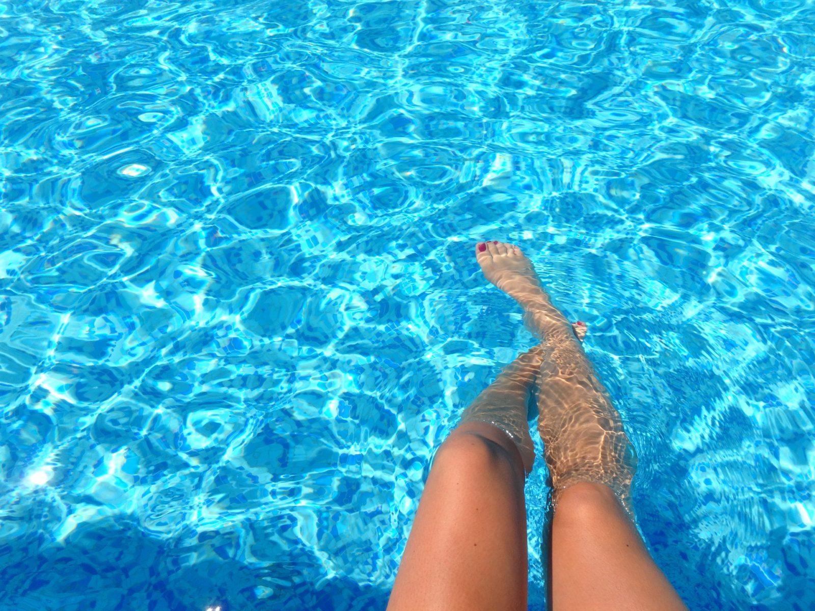 Упражнения для похудения живота в бассейне