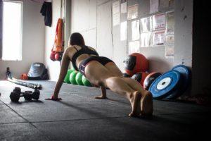 Осваиваем планку: рекомендации по похудению для начинающих