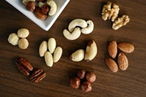 Орехи в диете: польза или вред, какие можно есть при похудении