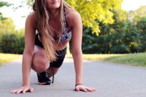 Подбираем лучшие упражнения в комплекс для похудения женщин дома