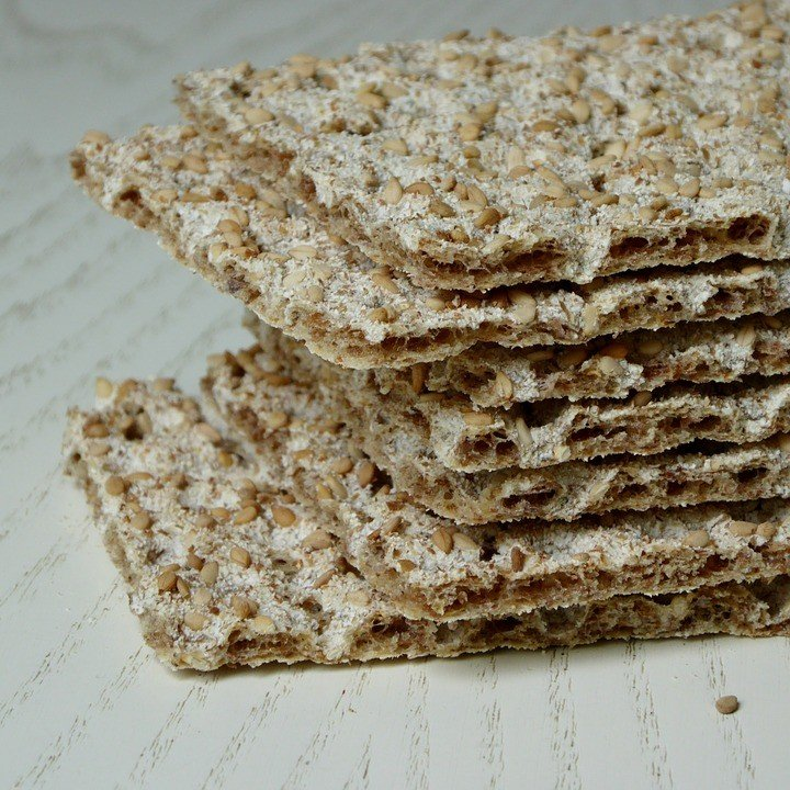 Диетические хлебцы – панацея при похудении или обычный снек?