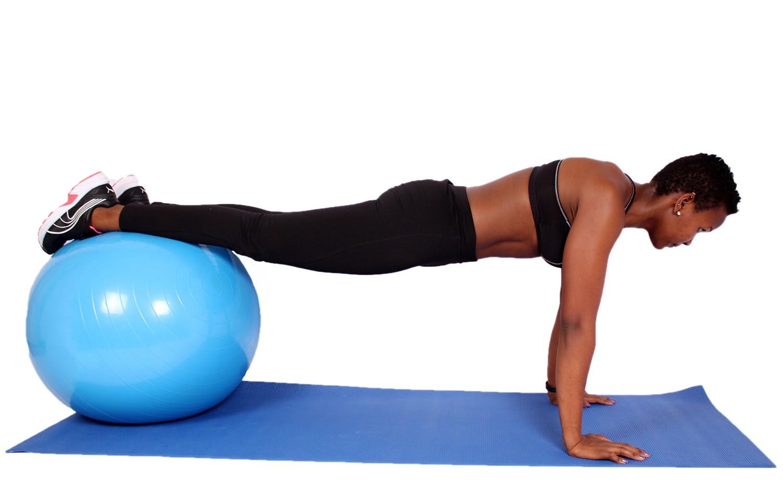 Подбираем упражнения для внутренней части бедра девушкам, которые можно делать дома