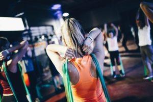 Лучшие упражнения с эластичной лентой – фитнес-резинкой