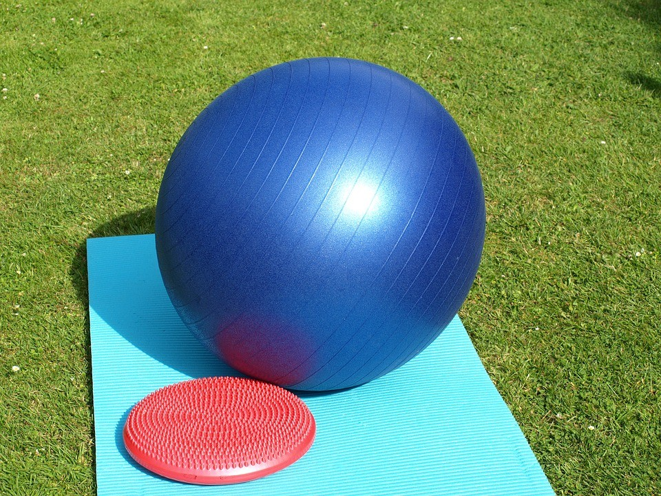 Эффективные упражнения на фитболе