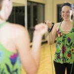 Фитнес для пресса дома и в спортзале