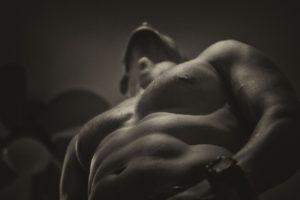 Качаем грудь везде: упражнения на грудинную мышцу в домашних условиях