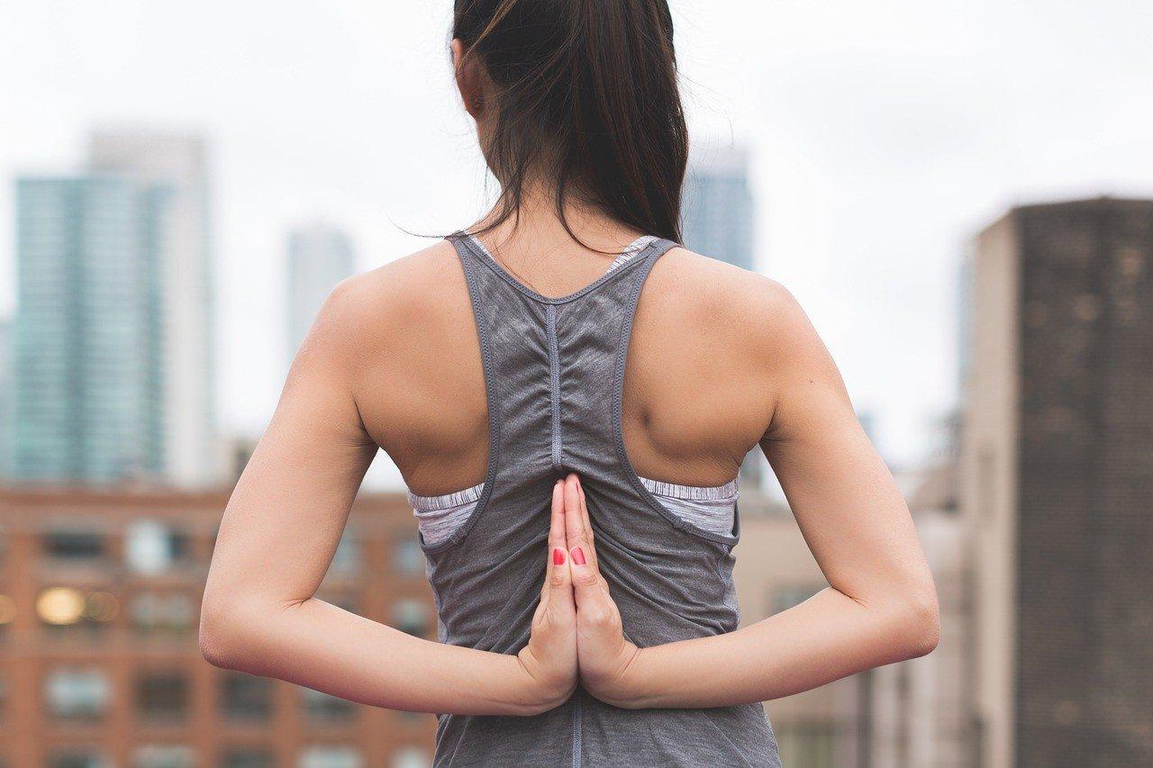 Эффективные упражнения для женщин с фитнес-резинкой