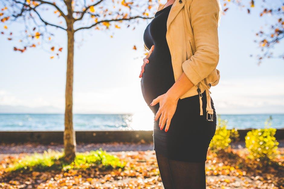 Можно ли качать пресс во время беременности: безопасные тренировки для мышц живота