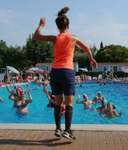 Аквааэробика: упражнения в бассейне