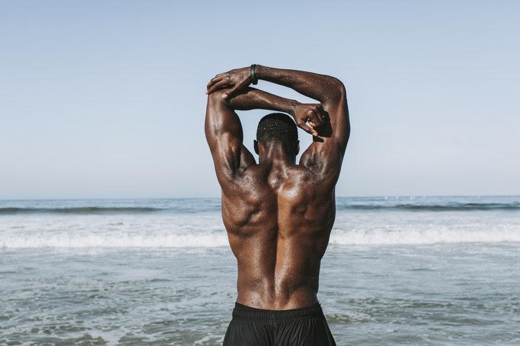 Подтягивание на турнике: какие мышцы работают