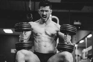 Эффективные упражнения на плечи с гантелями для женщин и мужчин