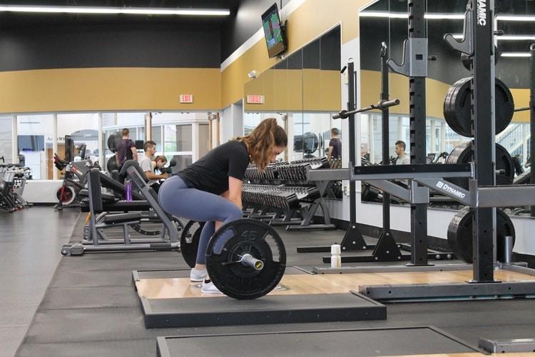 Как девушке эффективно прокачать свое тело: упражнения для спины