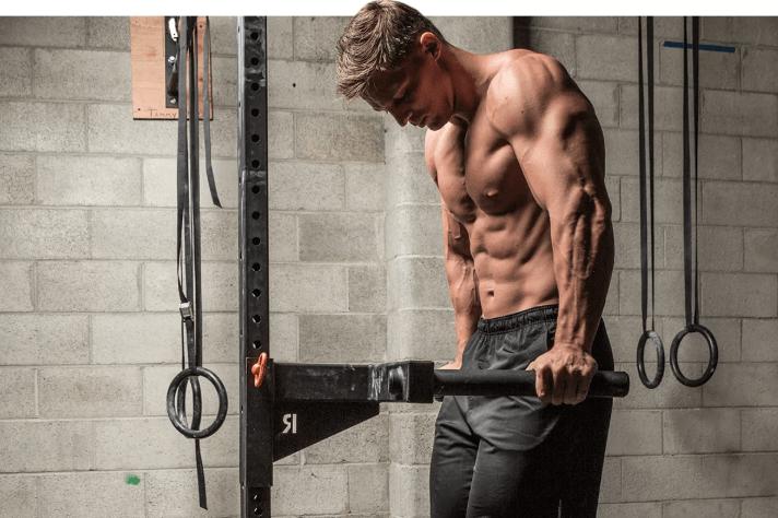 Брусья для прокачки мускулатуры: программа тренировок