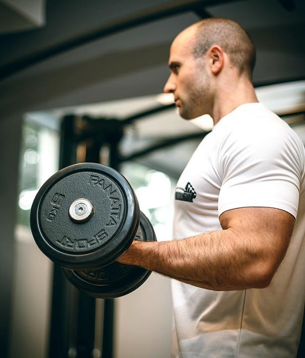 Как накачать мышцы рук: домашние упражнения для мужчин