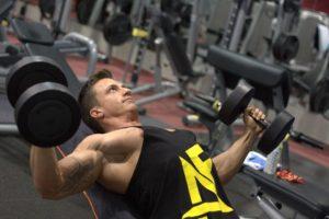 Качаем руки с помощью гантелей: упражнения для мужчин на мышцы рук и сильные плечи