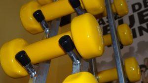 Избавляемся от дисбаланса: упражнения для рук с гантелями