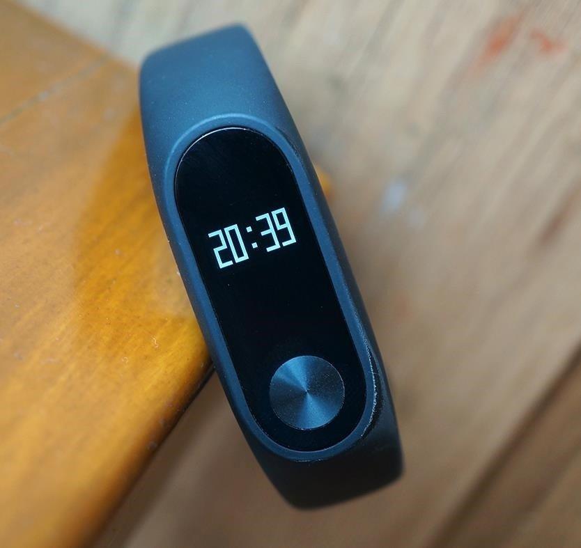 Как включить и настроить умный фитнес-браслет. Как подключить фитнес браслет к телефону. Как пользоваться шагомером и пульсометром в фитнес трекере.