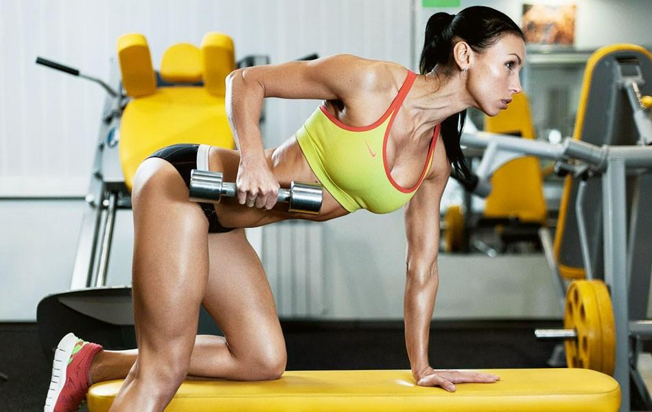 Упражнения для спины в тренажерном зале для девушек