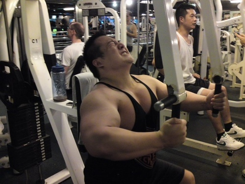 Качаем массу. Особенности мужских тренировок в условиях зала