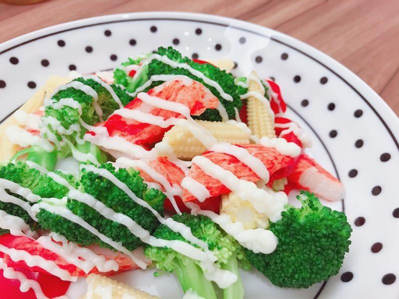 Салат с крабовыми палочками: диетические рецепты